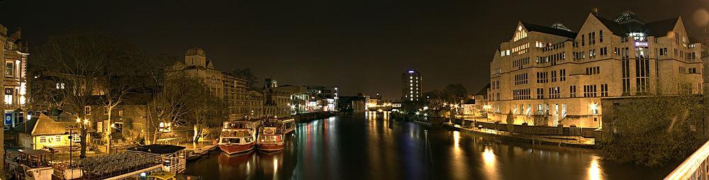 1000px-York_night